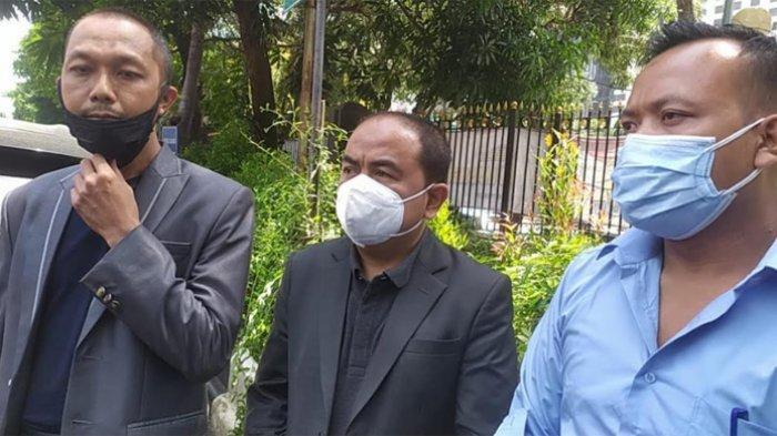 Mansyardin Malik usai melakukan laporan terhadap Marlina Octoria di Polda Metro Jaya, Rabu (22/9/2021).