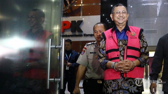 Tersangka mantan Direktur Utama PT. Asuransi Jiwasraya Hendrisman Rahim usai menjalani pemeriksaan di gedung KPK, Jakarta, Senin (20/1/2020). Hendrisman Rahim yang merupakan tahanan Kejaksaan Agung menjalani pemeriksaan di KPK terkait kasus dugaan korupsi pengelolaan keuangan dan dana investasi PT Asuransi Jiwasraya. TRIBUNNEWS/IRWAN RISMAWAN