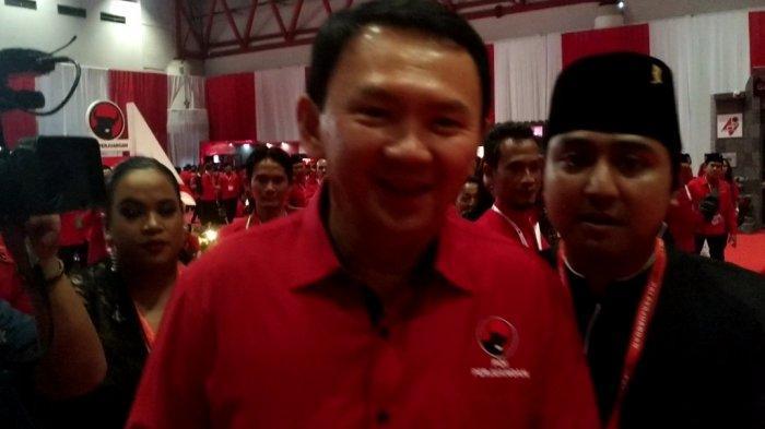 Mantan Gubernur DKI Jakarta Basuki Tjahaja Purnama alias Ahok menghadiri acara Rakernas