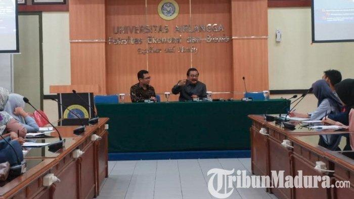 Purnatugas Gubernur Jatim, Pakde Karwo Ngajar di Pascasarjana FEB Unair, Bikin Mahasiswa Asing Kagum