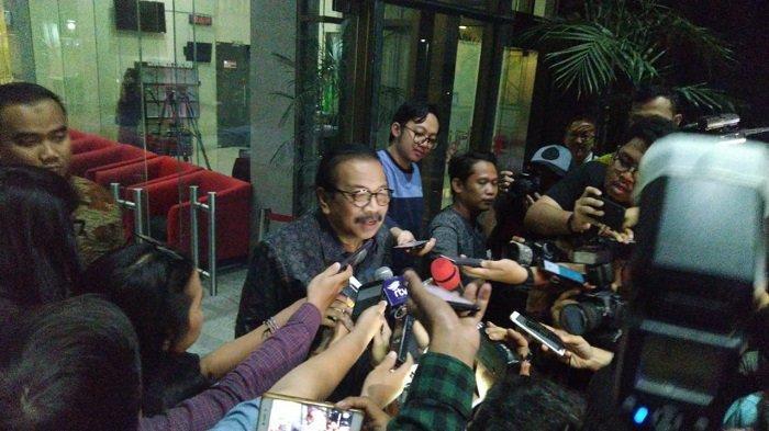 Soekarwo Dicecar 10 Pertanyaan Oleh Penyidik KPK Terkait Kasus Suap Ketua DPRD Tulungagung