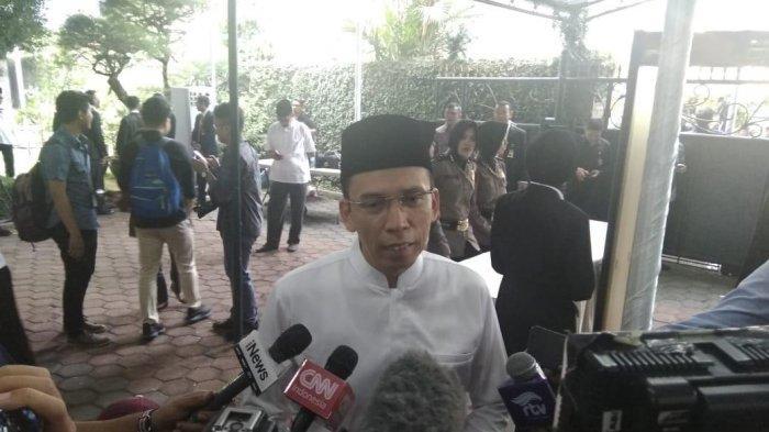 TGB Ikut Salat Jenazah dan Mendoakan Ani Yudhoyono