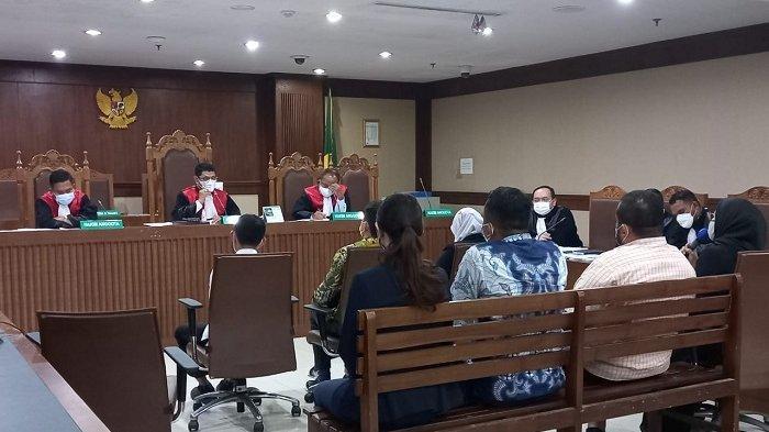 Sidang Suap Ekspor Benur, Hakim Tanya Kenapa Ngabalin Bisa Ikut Edhy Prabowo ke Hawaii