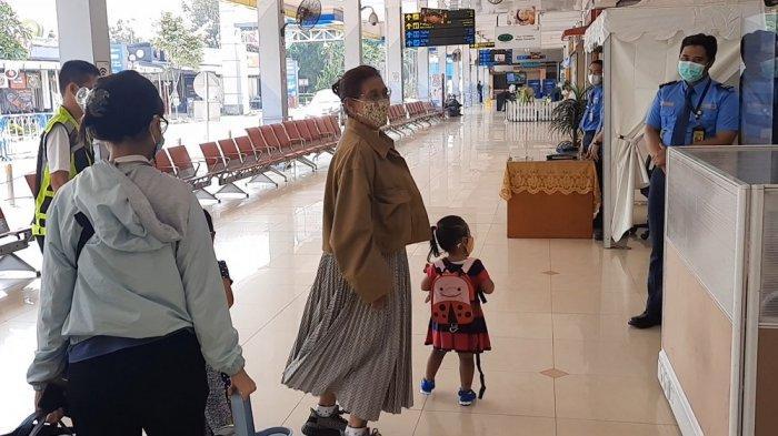 Susi Pudjiastuti Bersama Cucunya Pulang ke Pangandaran Naik Pesawat Pribadi