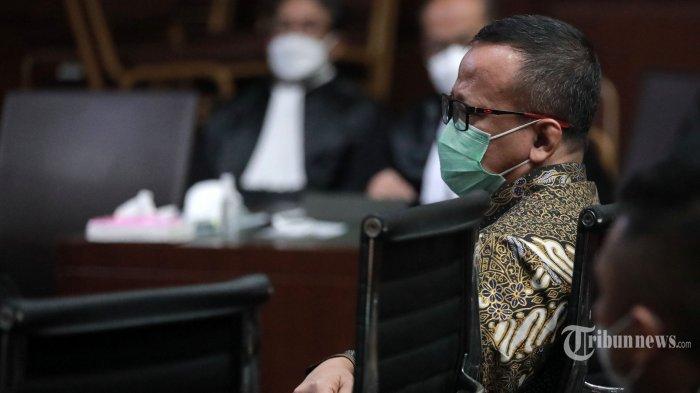 Terdakwa kasus dugaan suap izin ekspor benih lobster tahun 2020, Edhy Prabowo menjalani sidang pembacaan tuntutan di Pengadilan Tipikor, Jakarta Pusat, Selasa (29/6/2021). Jaksa Penuntut Umum KPK menuntut mantan Menteri Perikanan dan Kelautan (KKP) tersebut dengan hukuman 5 tahun penjara dan denda Rp 400 juta subsider 6 bulan kurungan. Tribunnews/Irwan Rismawan