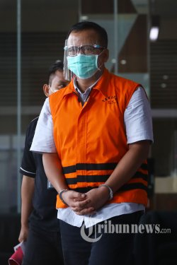 Tersangka mantan Menteri Kelautan dan Perikanan (KKP), Edhy Prabowo meninggalkan Gedung KPK usai menjalani pemeriksaan, di Jakarta Selatan, Senin (18/1/2021). Edhy Prabowo diperiksa terkait kasus dugaan suap ekspor benih lobster. Tribunnews/Irwan Rismawan