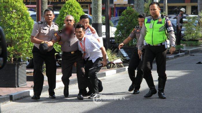 7 Foto Situasi Mencekam hingga Mayat Terduga Teroris Pasca Penyerangan di Mapolda Riau