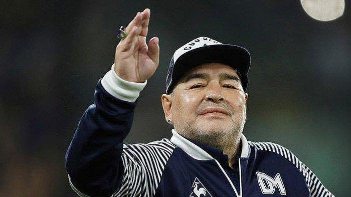 Legenda sepak bola dunia asal Argentina, Diego Armando Maradona. meninggal dunia dalam usia 60 tahun, Rabu (25/11/2020) waktu setempat. Maradona baru-baru ini dirawat di rumah sakit untuk menjalani operasi setelah menderita pendarahan di otak. Sederet bintang sepak bola dunia memberi penghormatan kepada Maradona.