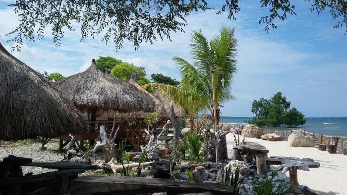 Maramba Beach di Waingapu, Pasir Putih Membentang Luas Saat Air Surut