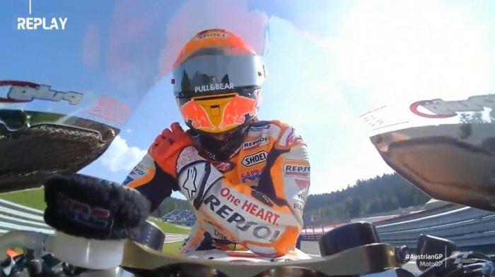 Gestur Tak Bersahabat Marquez Pegangi Bahu Kanan Warnai Hasil FP1 MotoGP Austria, Alien Cedera Lagi?