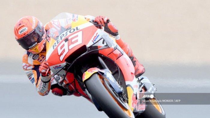 Pembalap Spanyol Tim Repsol Honda Marc Marquez mengendarai sepeda motornya, selama sesi kualifikasi Q2 MotoGP, menjelang Grand Prix Moto GP Prancis di Le Mans, barat laut Prancis, pada 15 Mei 2021.