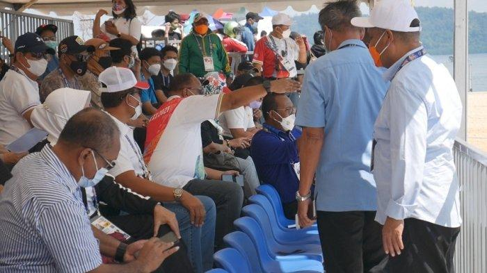 Marciano Norman Saksikan Final Lomba Dayung Traditional Boat Race