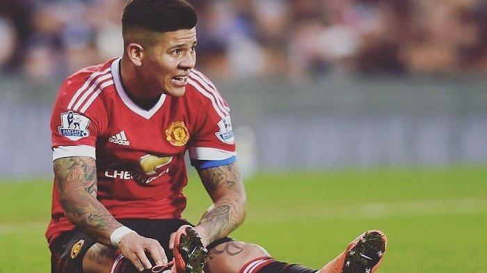 Aksi Marcos Rojo yang membahayakan Eden Hazard ini lolos dari pantauan wasit. Tindakan ini menurut beberapa pihak dapat dijatuhi hukuman larangan lima pertandingan.