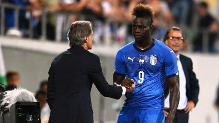 Mario Balotelli (kanan) dan Roberto Mancini (kiri)