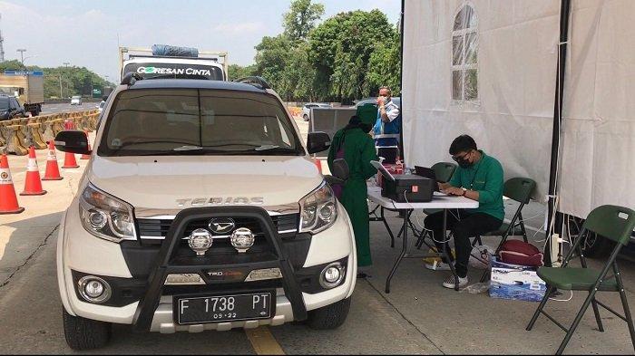 TNI Gandeng Mahasiswa Gelar Serbuan Vaksinasi di Tol Jagorawi