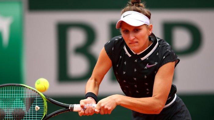 Petenis tunggal putri dari Republik Ceska, Marketa Vondrousova, saat bertanding melawan Johanna Konta (Britania Raya) pada perempat final French Open 2019 di Stadiun Roland Garros, Paris, Prancis, Jumat (7/6/2019).