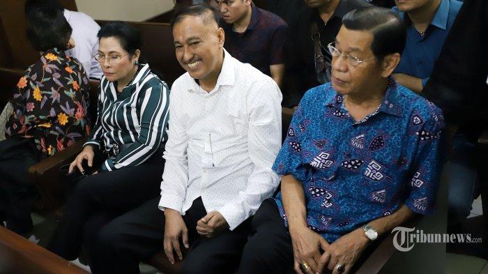 Mantan anggota DPR Markus Nari saat mengikuti sidang di Pengadilan Tipikor Jakarta Pusat, Senin (11/11/2019). Markus Nari divonis 6 tahun penjara karena terbukti melakukan pidana korupsi dengan memperkaya diri dari proyek e-KTP, Meski begitu dirinya membantah telah menerima uang USD 400 ribu. Tribunnews/Jeprima