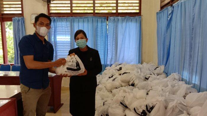 Anggota DPR Kirim Sembako Sembari Ingatkan Warga Jalankan Protokol Kesehatan