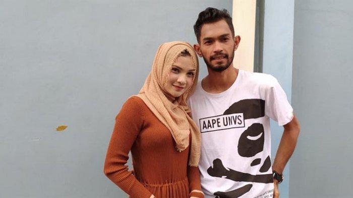 Martunis dan Sri Wahyuni ditemui di kawasan Tendean Jakarta Selatan, (6/1/2020).