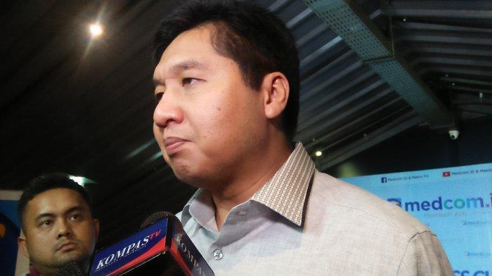 Politisi PDI-P Maruarar Sirait seusai diskusi di kawasan Menteng Jakarta Pusat bertajuk