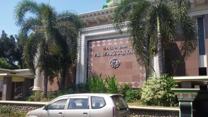 Jamaah Masjid Al Marzukiyah Merayakan Idul Fitri Hari ini