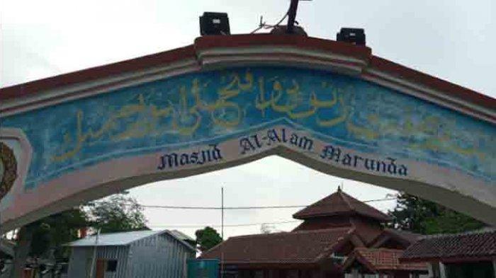 Tampak depan Masjid Al-Alam, Marunda, Jakarta Utara  atau dikenal dengan Masjid si Pitung.
