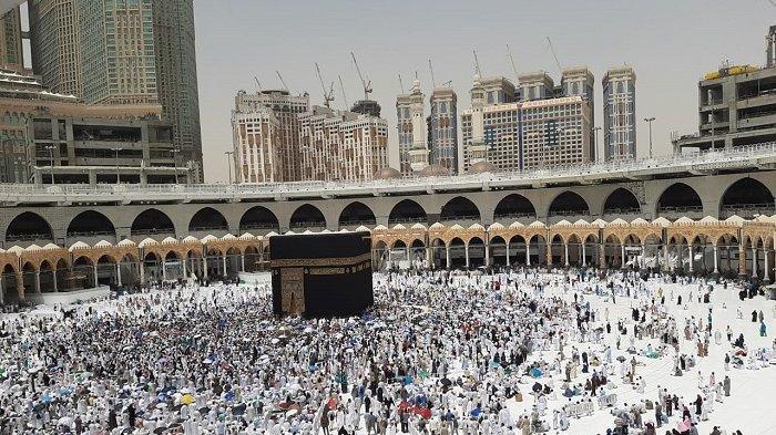 Masjidil Haram pada Selasa (16/7/2019) mulai dipadati jemaah haji dari berbagai negara. Pelaksanaan puncak haji 9 Dzulhijjah Wukuf di Arafah tahun ini jatuh pada 10 Agustus 2019.