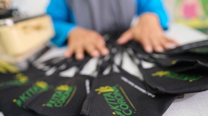 Masker yang dihasilkan para istri mitra pengemudi Grab Makassar.