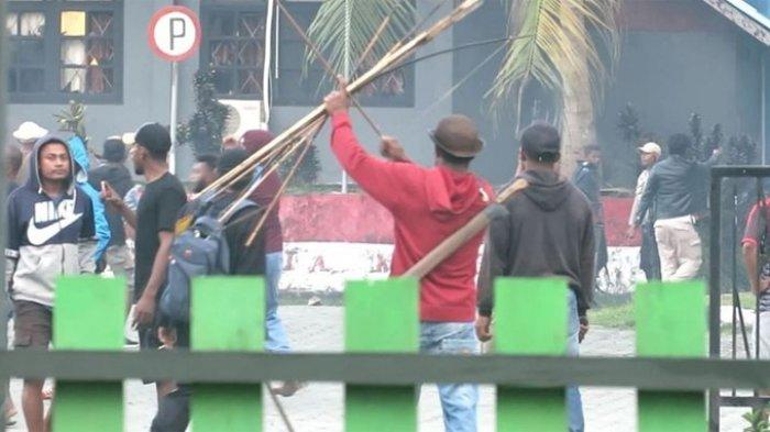 Kantor Bupati Waropen Dirusak Massa, Polda Papua Kirim Tim Usut Tuntas Aksi Perusakan dan Pembakaran