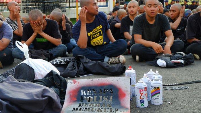 619 Orang Berpakaian Hitam-hitam Diamankan di Mako Brimob Polda Jabar Lalu Digunduli