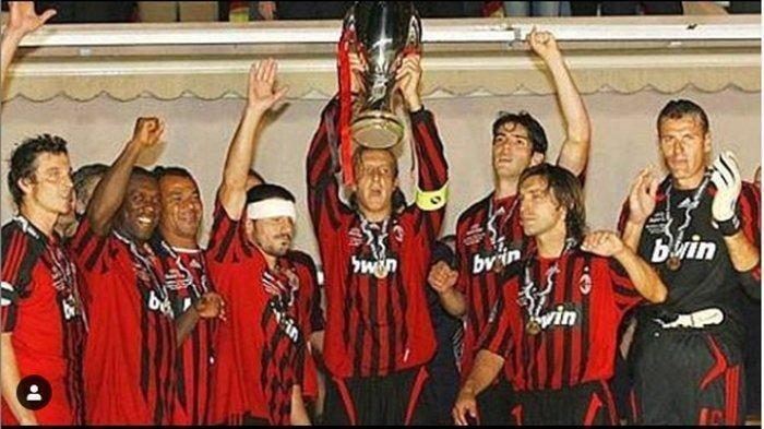 Massimo Ambrosini menjadi kapten tim saat AC Milan meraih Piala Super Eropa