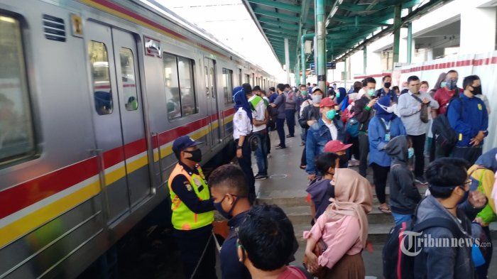 KRL Tetap Beroperasi saat PSBB Total di DKI, KCI: Jendela di Setiap Ujung Kereta Akan Dibuka