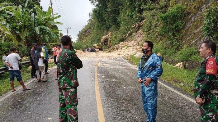 Material yang menutupi badan jalan Poros Majene, Dusun, Belalang Desa Onang Utara, Kecamatan Tubo Sendana Kabupaten Majene, Kamis (14/1/2021), sudah bisa dilewati.
