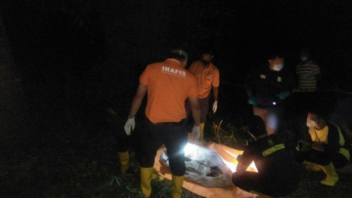 Mayat ditemukan di dalam karung di Desa Panaikang, Kecamatan Pattalassang, Kabupaten Gowa, Sabtu (6/3/2021) malam