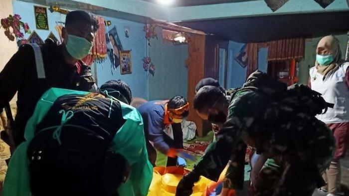 Mayat korban ROS (18) ditemukan di rumah terduga pelaku di Desa Pattaneteang, Kecamatan Tompobulu, Kabupaten Bantaeng, Kemudian di evakuasi ke RSUD Anwar Makkatutu Bantaeng, Sabtu (9/5/2020).