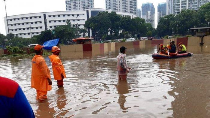 Kondisi underpass Kemayoran pada Sabtu (8/2/2020) pagi ini yang kembali diterjang banjir. Underpass tertutup air yang sampai 5 meter.