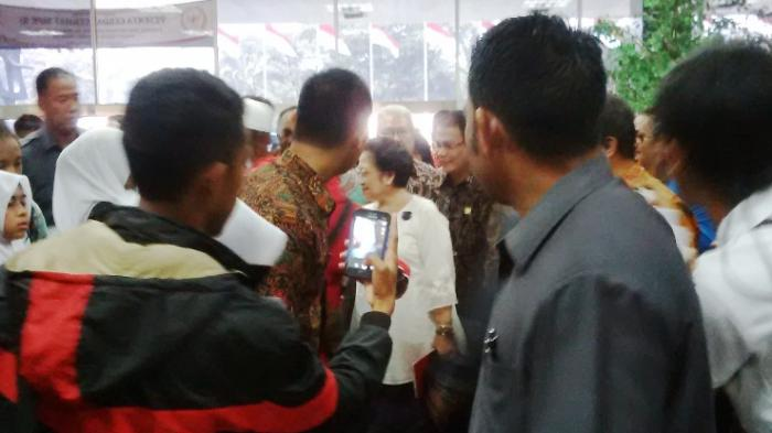 Cerita Megawati tentang Risma yang Bingung Tak Ada Lawan di Pilkada Surabaya