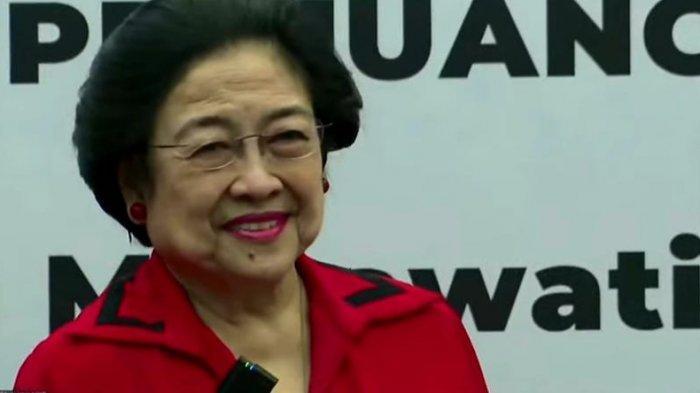 Megawati saat meresmikan 10 gedung kantor partai baru yang tersebar di sejumlah wilayah di Indonesia.