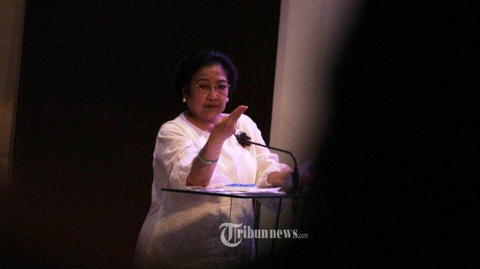 Megawati Tertawa Saat Diminta Ganti Nama PDI Perjuangan