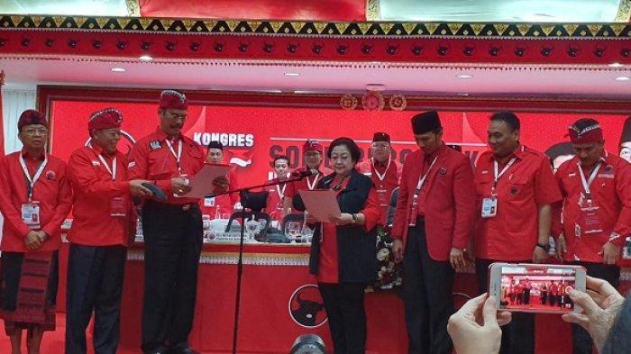 Megawati Soekarnoputri diambil sumpahnya menjadi Ketua Umum DPP PDI Perjuangan periode 2019-2024 dalam Kongres V PDIP di Denpasar, Bali, Kamis (8/8/2019).