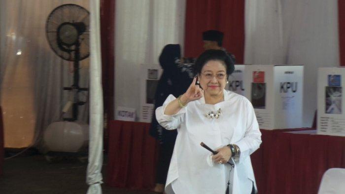 Megawati Soekarnoputri usai mencoblos