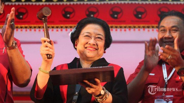 Ketua Umum PDI Perjuangan Megawati Soekarnoputri secara resmi menutup Kongres V PDI Perjuangan di Sanur, Denpasar, Bali, Sabtu (10/8/2019). Agenda Kongres V PDI Perjuangan yang bertema Solid Bergerak untuk Indonesia Raya telah ditutup secara resmi pada hari ini. Megawati selaku ketua umum terpilih secara khusus menugaskan Prananda Prabowo sebagai Ketua Pusat Analisa dan dan Pengendali Situasi Partai untuk memastikan hasil kongres V PDIP dijalankan dengan baik. TRIBUNNEWS/HO