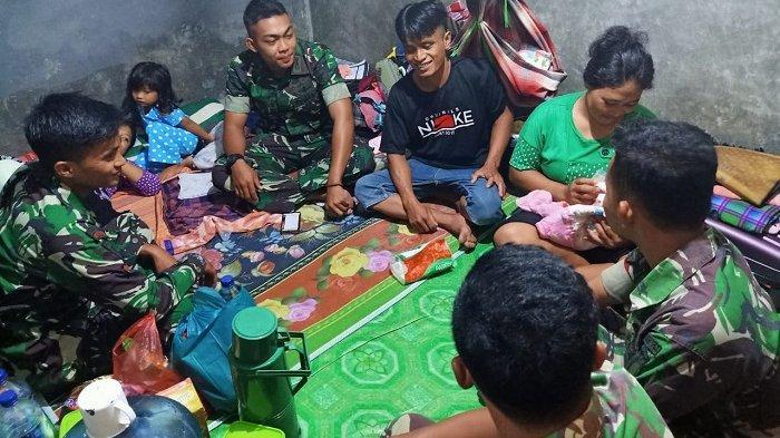 Bantuan dan kepedulian prajurit Satgas Tindak dan Tim Penerbad TNI mengevakuasi dirinya bersama Sang Jabang bayi menggunakan heli TNI AD dalam proses melahirkan menjadi momen terindah bagi keluarganya