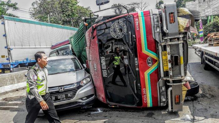 Truk Tronton Rem Blong Usai Pemakaman Tugurejo