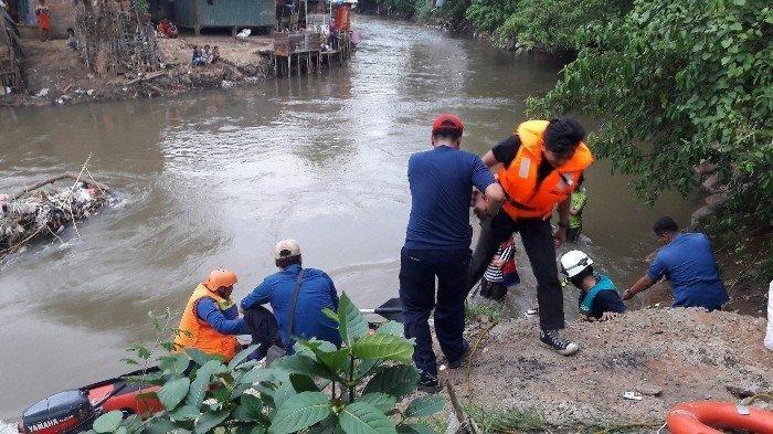 Di Dekat Pulau Untung Jawa, Petugas Temukan Jasad Diduga Fikri yang Hanyut di Aliran Sungai Ciliwung