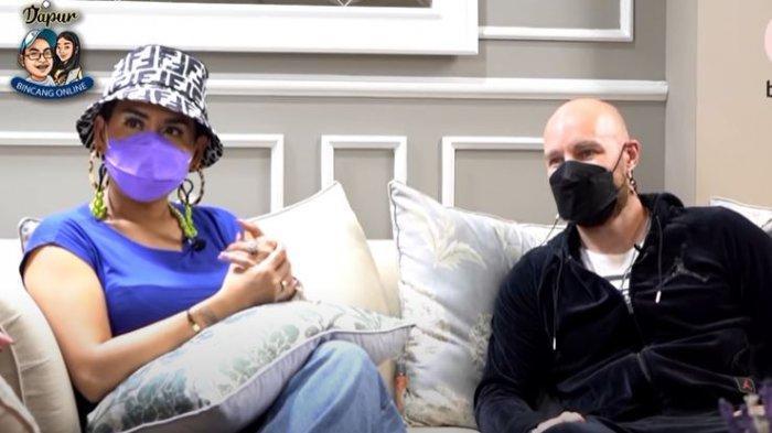 Melaney Ricardo dan Tyson dalam tayangan YouTube Dapur Bincang Online