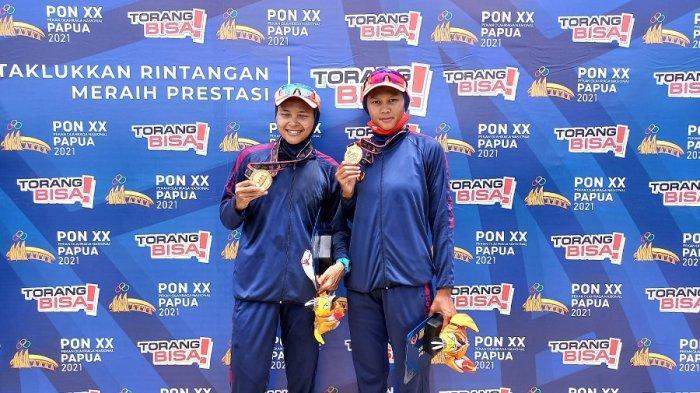 Atlet Tim Dayung Putri Jawa Barat, Melani Putri dan Syiva Lisdiana sukses meraih medali emas setelah finis pertama di nomor  Light Weight Double Sculls (LW2X), Venue Dayung, Teluk Youtefa, Jayapura, Jumat (8/10/2021)