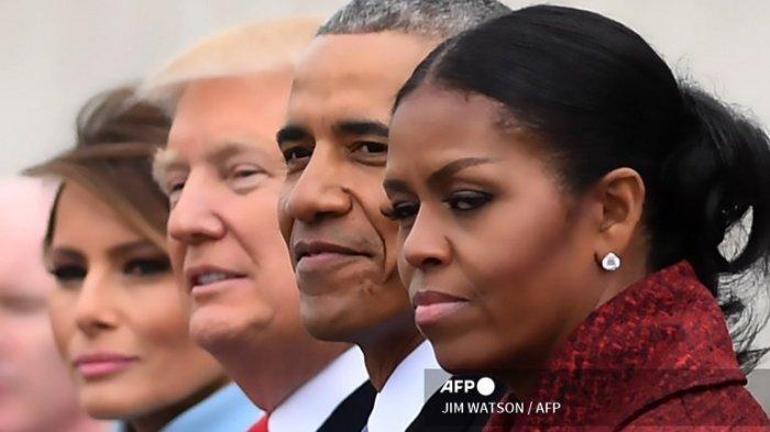 kiri ke kanan: First Lady Melania Trump, Presiden Donald Trump, mantan Presiden Barack Obama, Michelle Obama di US Capitol setelah upacara pelantikan di Washington, DC, pada 20 Januari 2017.