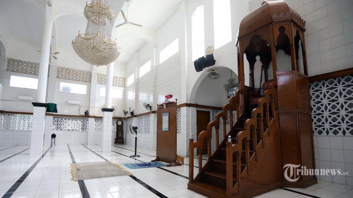 Suasana bagian dalam Masjid Jami Al Riyadh, Kwitang, Jakarta Pusat, Selasa (19/5/2020). Masjid Jami Al Riyadh Kwitang didirikan oleh Habib Ali bin Abdurrahman Al Habsyi pada tahun 1887. Tribunnews/Jeprima