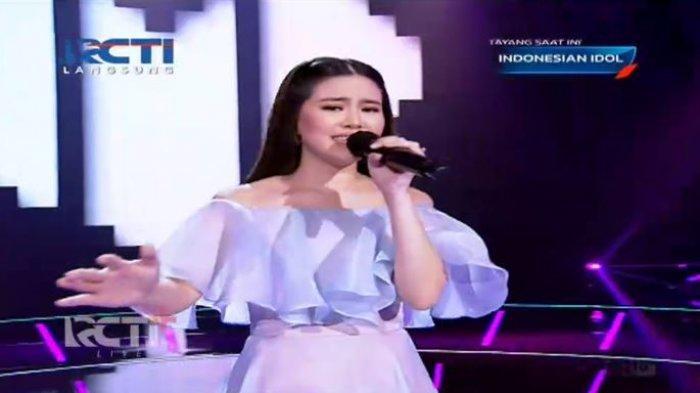 Melisa idol membawakan lagu milik Arsy Widianto yang berjudul Rindu Dalam Hati.